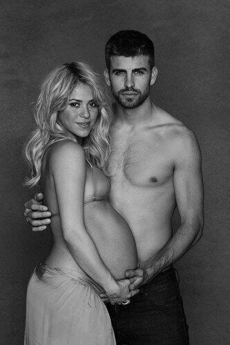 Shakira presque nue: elle pose, enceinte, aux côtés de Gerard Piqué pour l'UNICEF
