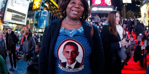 Obama, premier président noir des USA, conforte sa place dans