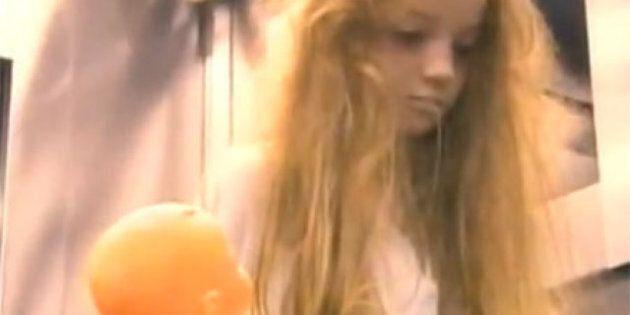 Une petite fille qui fait bien peur dans l'ascenseur