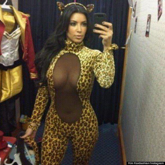 Kim Kardashian pose dans un costume léopard pour Halloween