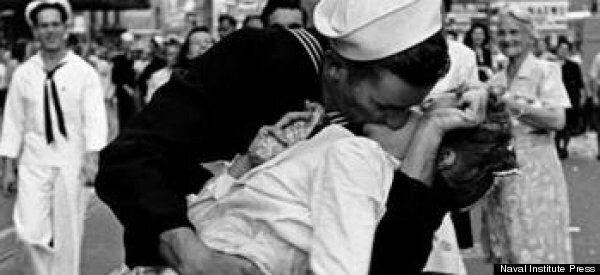 Le baiser de la victoire tourne au