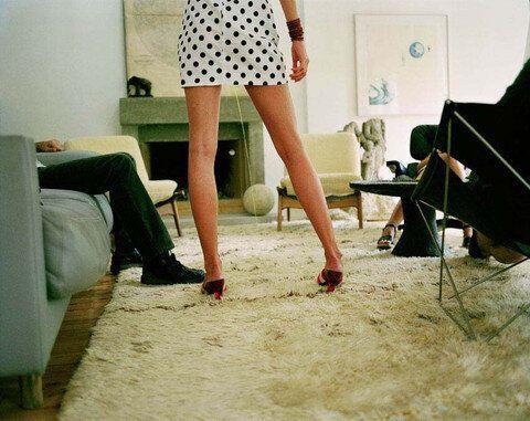 The Standard: elle urine sur le tapis et 100 publicités