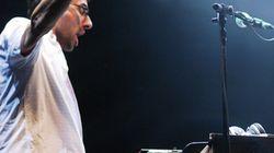 Le chef d'orchestre, le DJ et des jeunes
