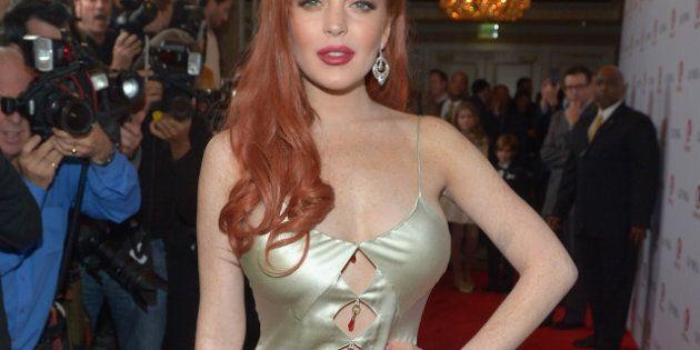 Lindsay Lohan à la première de «Liz & Dick»: sa robe lui vole la vedette!