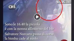 In un video il killer scavalca il corpo di Noemi dopo averla