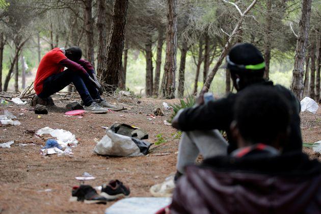 Des migrants subsahariens près de Tanger, en