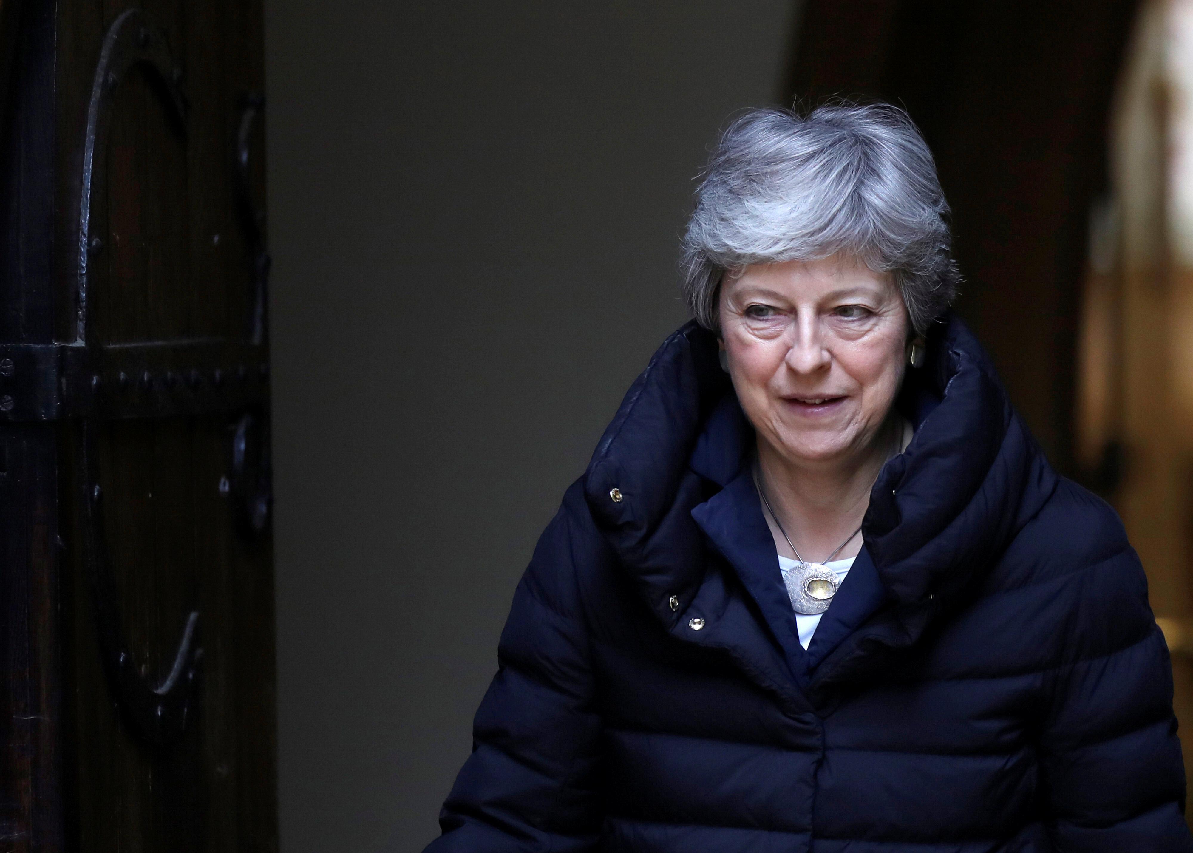 Telegraph: Η Μέι σκέφτεται να κάνει και δεύτερο δημοψήφισμα για το