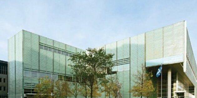 Grande Bibliothèque : les employés manifestent contre l'interdiction de porter le carré