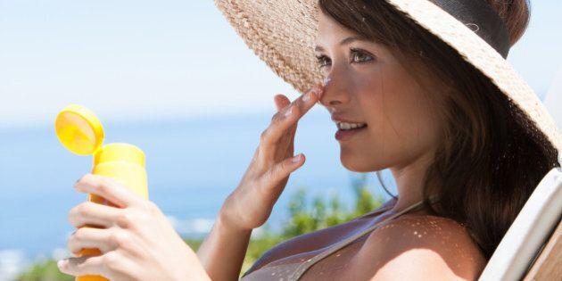 Beauté et soleil: 8 soins essentiels à emporter dans votre sac