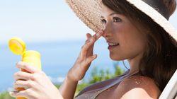 Soleil: 8 soins de beauté essentiels à emporter
