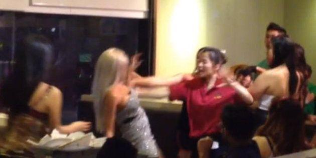 Bataille dans un restaurant vietnamien: une assiette lui éclate en plein