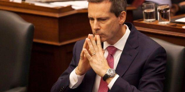 Le premier ministre de l'Ontario Dalton McGuinty gagne son vote de