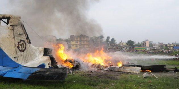 Un avion s'écrase au Népal: 19