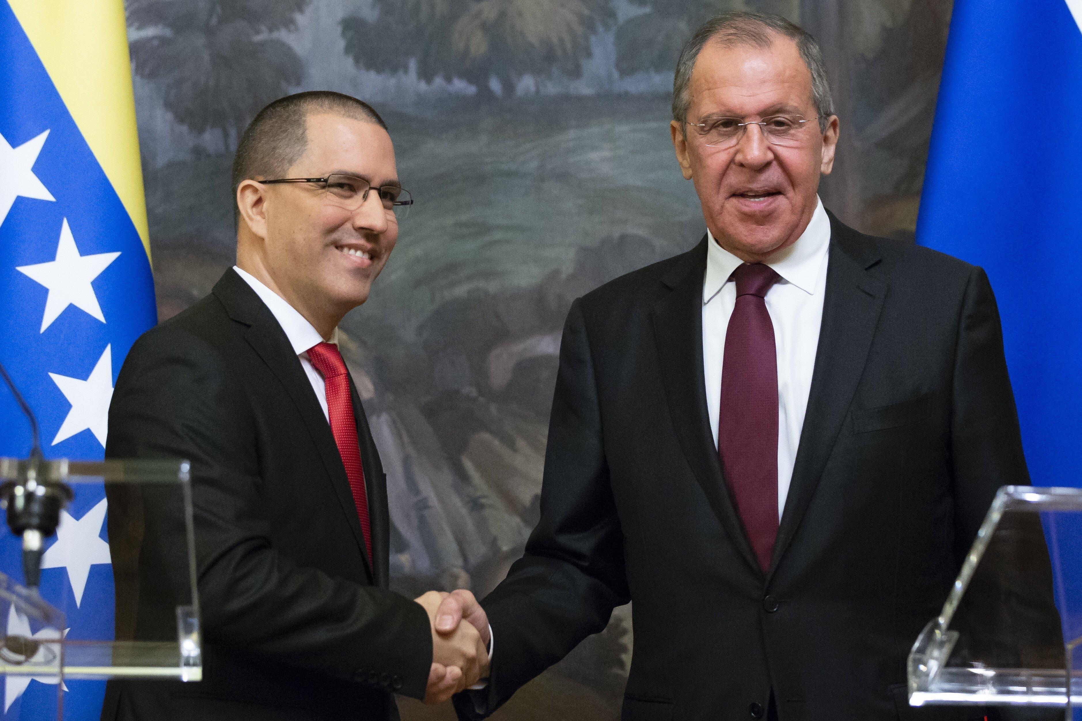 O chanceler russo Sergey Lavrov recebeu seu colega venezuelano, Jorge Arreaza, neste domingo, em
