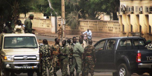 Coup d'État militaire au Mali: institutions dissoutes et