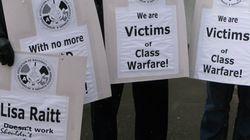 Air Canada: des travailleurs manifestent devant le bureau de Harper à