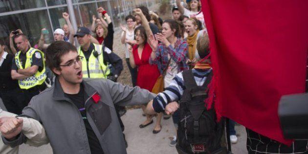 Injonction à l'UQO: un professeur arrêté et un autre expulsé de