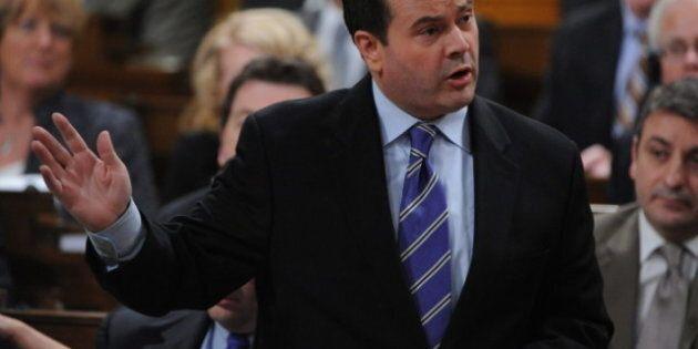 Projet de loi C-31: Ottawa offre quelques