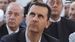 Bachar Al-Assad prie à la mosquée, ses opposants