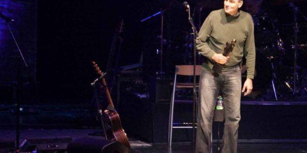 Un spectacle chaleureux de James Taylor au Festival de jazz de Montréal