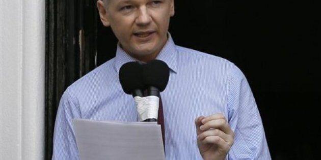 Julian Assange prend la parole à Londres, une première apparition