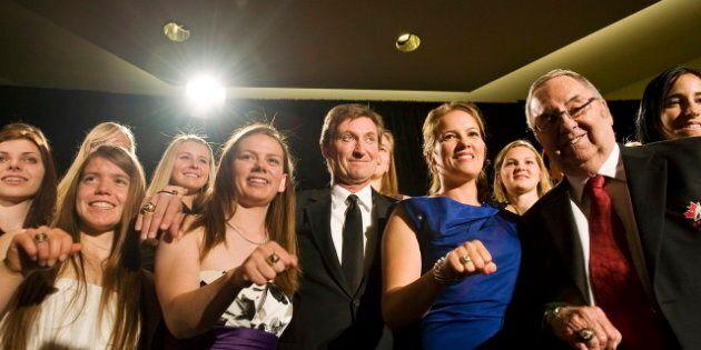 Wayne Gretzky parmi ceux intronisés à l'Ordre du hockey au