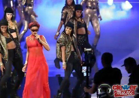 MTV Music Awards: Rihanna embrasse Chris Brown