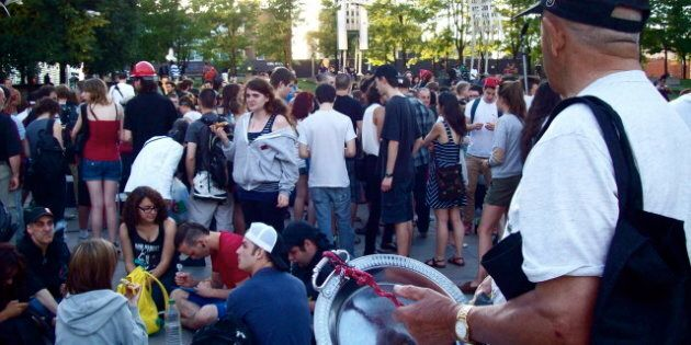 Grève étudiante: Tatoo-o-thon Au Parc Émilie-Gamelin, à Montréal