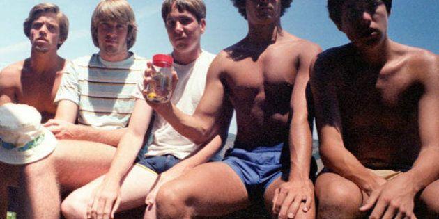 Cinq amis se prennent en photo tous les cinq ans depuis 1982