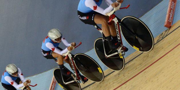 Tara Whitten, Gillian Carleton et Jasmin Glaesser remportent le bronze en poursuite féminine par équipes...