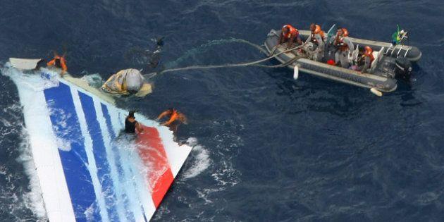 Vol Air France AF447 Rio-Paris: le rapport des experts cible des erreurs humaines et défaillances