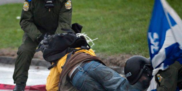 Un organisme réclame une enquête sur la gestion policière de la crise