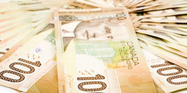 Sondage: la moitié des Canadiens ne possèdent pas d'économies pour des