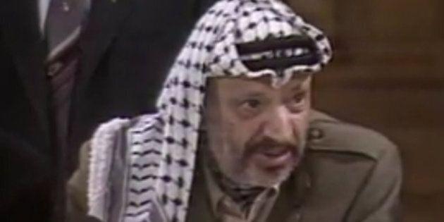 Arafat Taschereau s'amuse de l'anniversaire de Jacqueline Desmarais