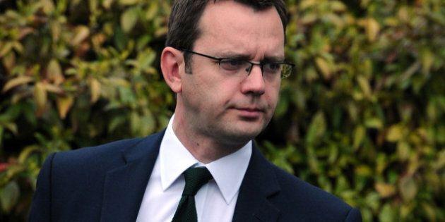 Scandale des écoutes: l'ancien directeur de la communication de David Cameron interpellé pour faux