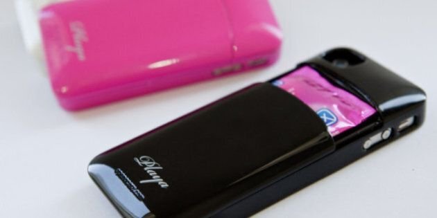 IPhone: Des boîtiers technologiques bizarres où l'on peut même y ranger des condoms