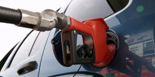 C'est à Montréal que le litre d'essence coûte le plus cher, partout au