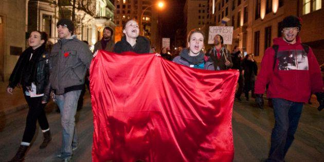 Grève étudiante: le centre-ville de Montréal accueille une nouvelle marche