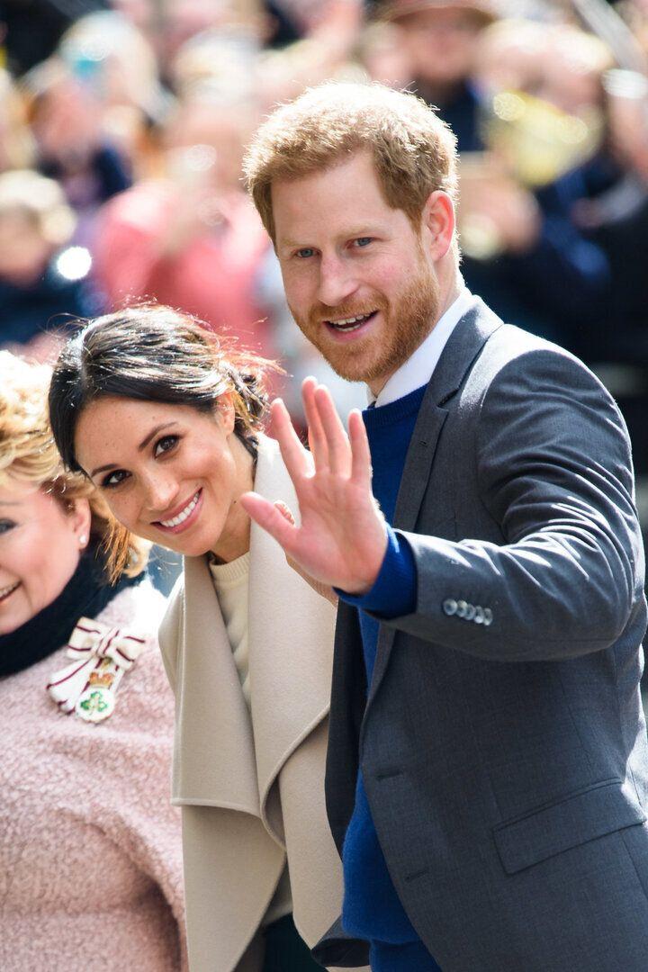 メーガン妃(左)とヘンリー王子