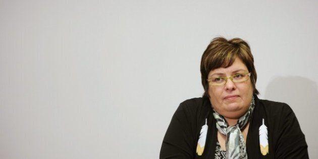 La chef de la réserve d'Attawapiskat, Theresa Spence, met un terme à sa grève de la