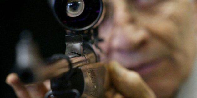 Le registre des armes, une politique «nazie» selon Larry Miller