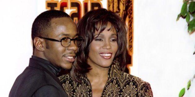 Whitney Houston: Son ex-mari pleure sur scène la disparition de la