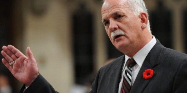 Surveillance en ligne: Vic Toews dit que les opposants appuient les