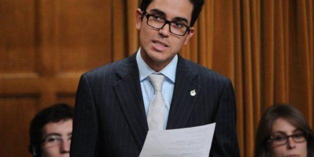 Insolite: Un député NPD se recoiffe et s'endort aux Communes