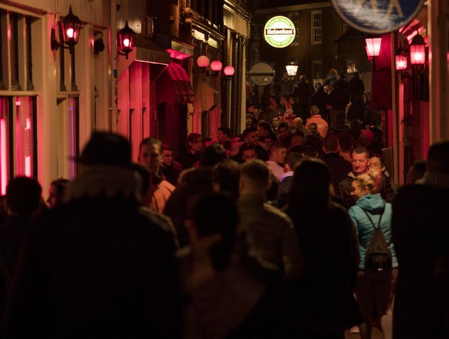 Η Ολλανδία κηρύσσει ανεπιθύμητους τους τουρίστες και βάζει φρένο στις