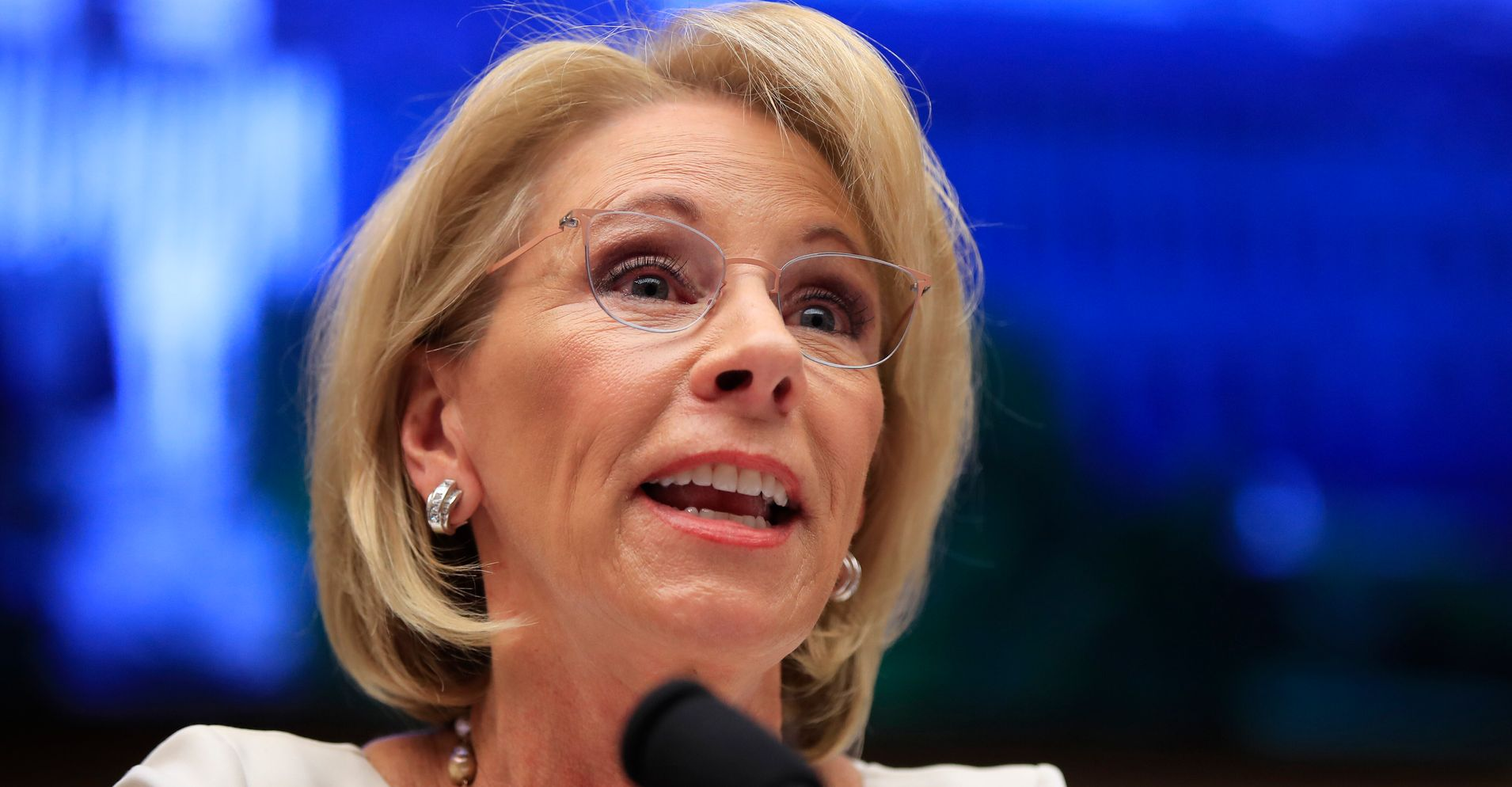 Democrats Demand Betsy Devos Reveal >> Betsy Devos I Don T Enjoy The Publicity That Comes With My Job