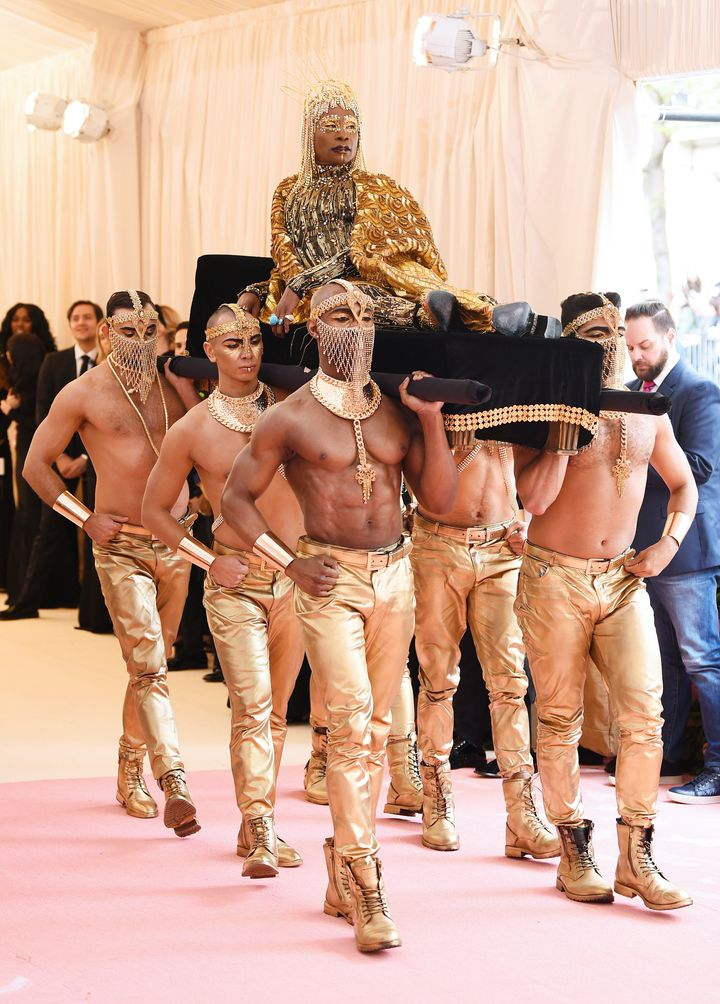 Porter getting carried into the Met Gala.