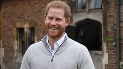 출산 소식을 발표하던 해리 왕자는 기쁨을 감출 수가 없었다