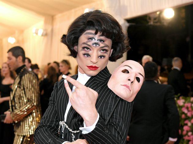 「メットガラ」に、7つの目を持つ俳優が登場。ファッションの祭典で強烈なインパクト