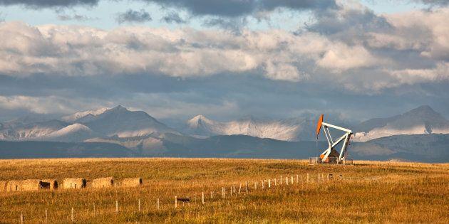 L'exploitation des énergies fossiles émet du CO₂, première cause du réchauffement climatique.